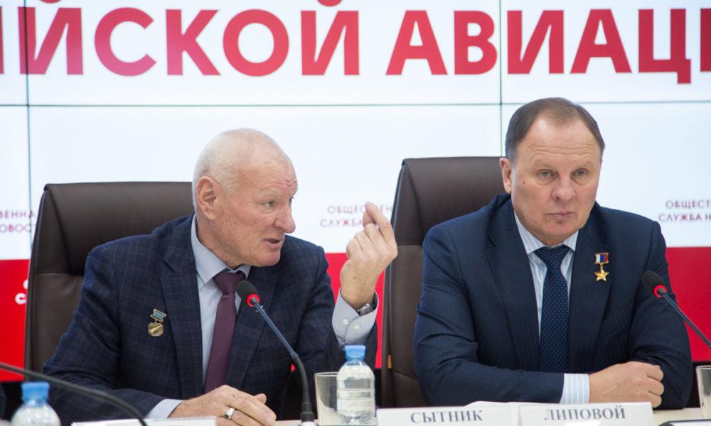 Юрий Сытник (слева)
